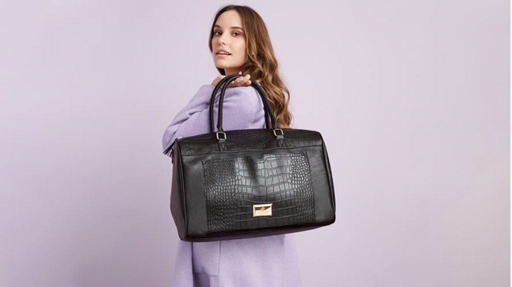 Avon brochure 16 weekender bag offer